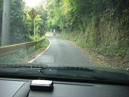 岩尾の滝への道