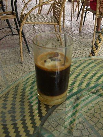 カフェ・スア・ダー(氷入り練乳コーヒー)