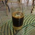 写真: カフェ・スア・ダー(氷入り練乳コーヒー)