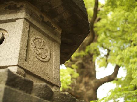 石灯籠と葵の御紋