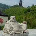 こんな腹になったらどないしょう!布袋と千仏塔  Smiling Budai & Pagoda