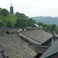 甍の上なる千仏塔 Tall Pagoda beyond the roofs