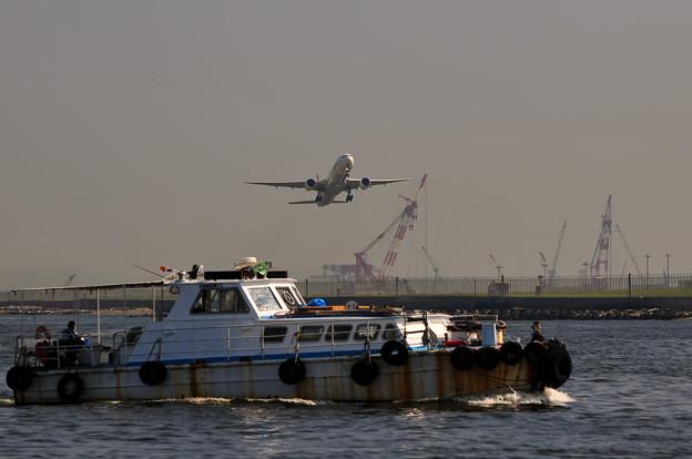 飛行機と船