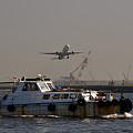 Photos: 飛行機と船