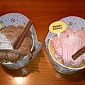 写真: ミスド ふわふわモンブラン チョコ&ホイップ、いちご&ホイップ
