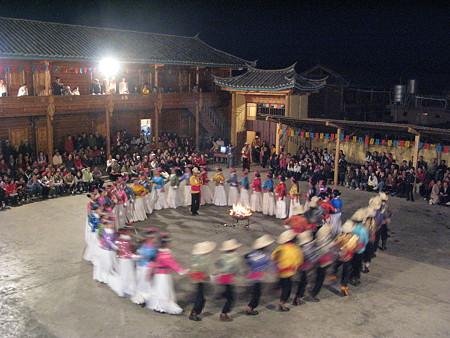 08.04.25 濾沽湖 モソ人の踊り