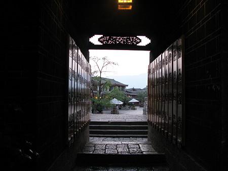 08.04.25 夜明の麗江古城