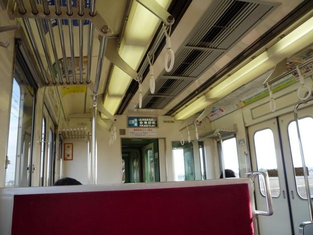 写真: 東武6050系の車内(行先表示器付き)