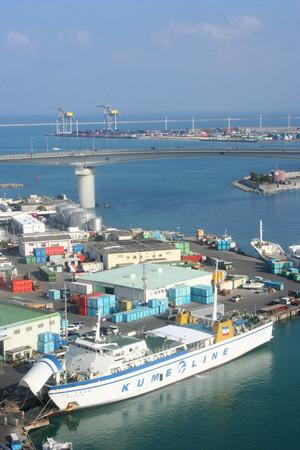 朝の泊港(那覇)