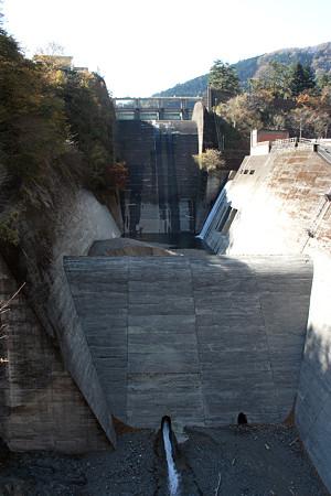 小河内ダム・余水吐水路