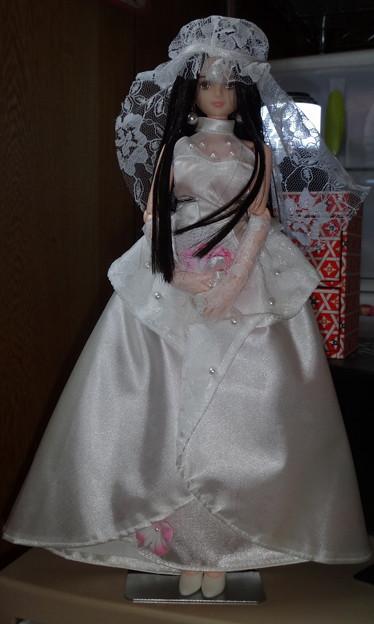 ウェディングドレス姿のREINA