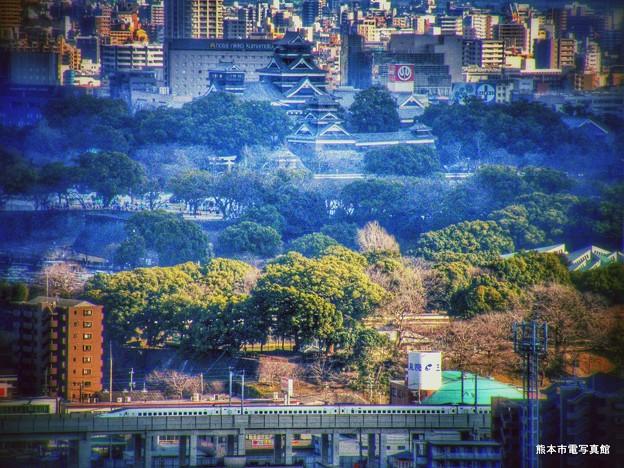 熊本城と800系新幹線。