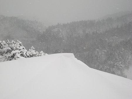横殴りの吹雪